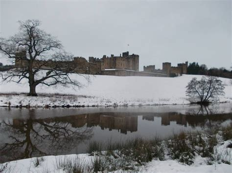 Alnwick Castle (With images)   Alnwick castle, Landscape